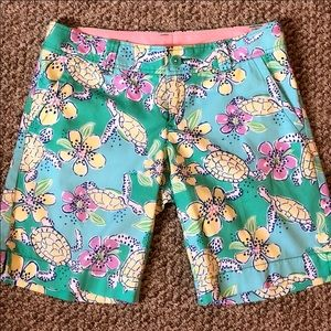 BEAUTIFUL Lilly Pulitzer Bermuda shorts!! Size 4!